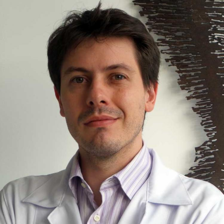 Dr. Fernando Amato